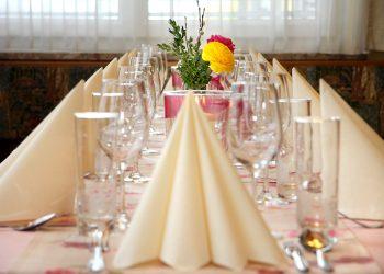 5Gedeckter Tisch